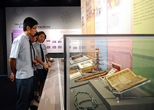 Students viewing items of worship by religious groups in Singapore